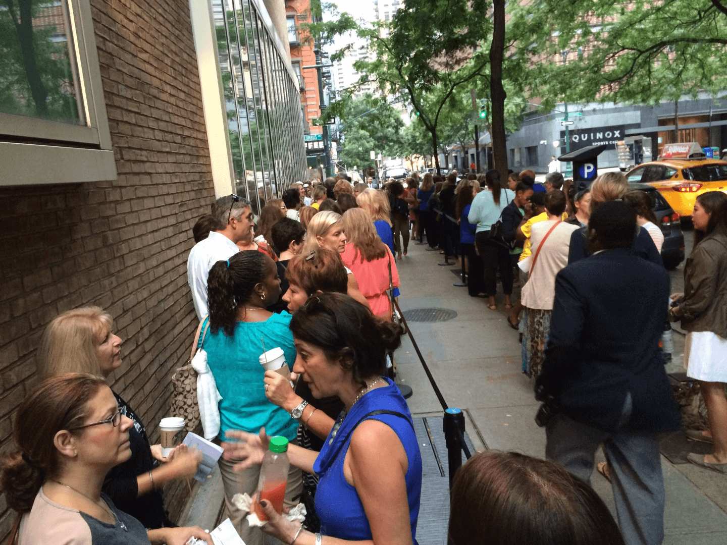 apple-store-line-iPhone-release